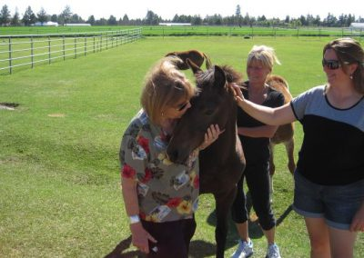 Chimps Inc cares for more than just chimps! Patti Ragan, Gloria Grow, Jen Feuerstein and an equine friend.